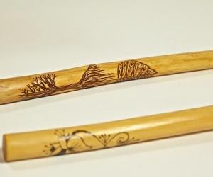 Dřevěná koncovka zdobená