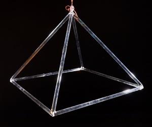 Křišťálová pyramida 45 cm