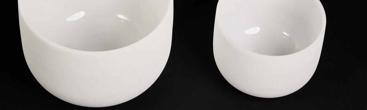 Bílé křišťálové mísy