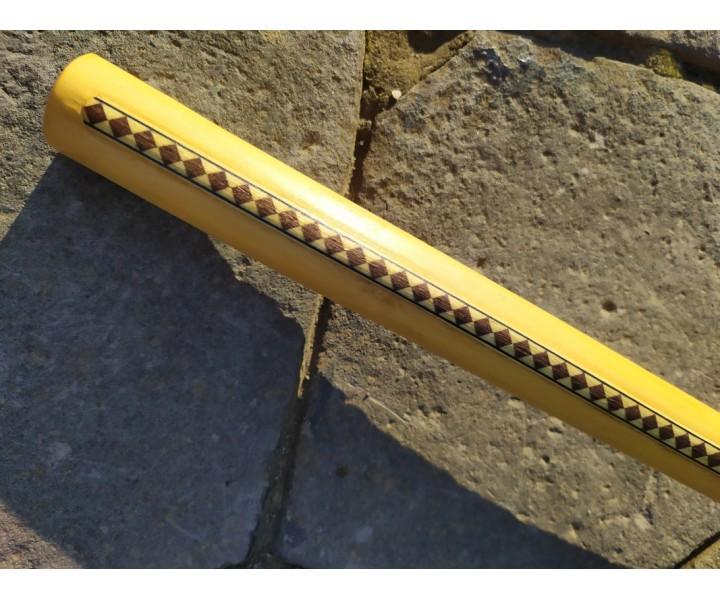 Dřevěná koncovka 45 cm zdobená