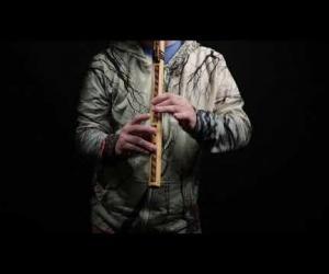 Zdobená indiánská flétna střední